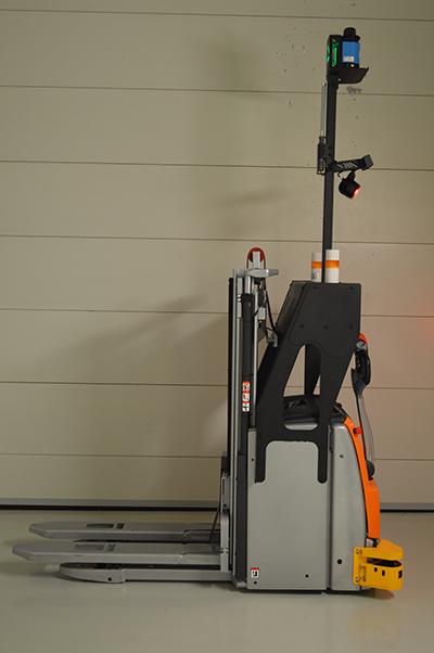 Робот-штабелёр вид сбоку