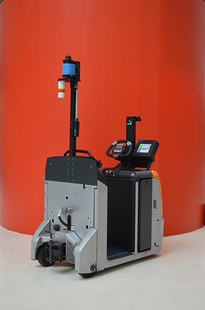 Робот-тягач RoboCV вид сзади