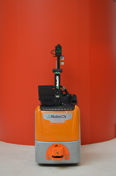 Робот-тягач RoboCV вид спереди