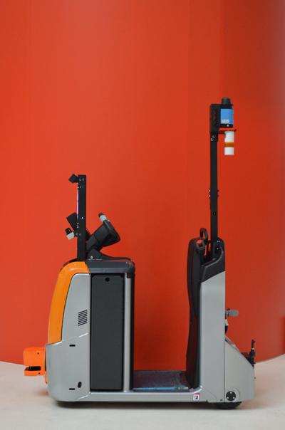 Робот-тягач RoboCV вид сбоку